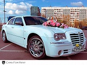 Chrysler 300C белого цвета